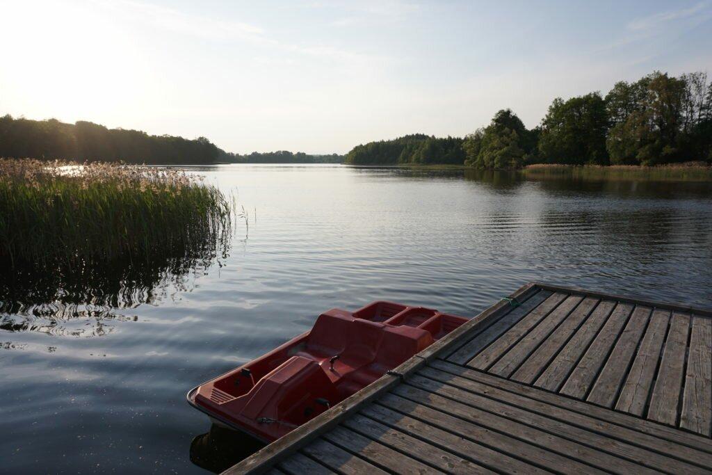 folwark lekuk widok na jezioro łękuk miejsca dobre dla dzieci i dorosłych