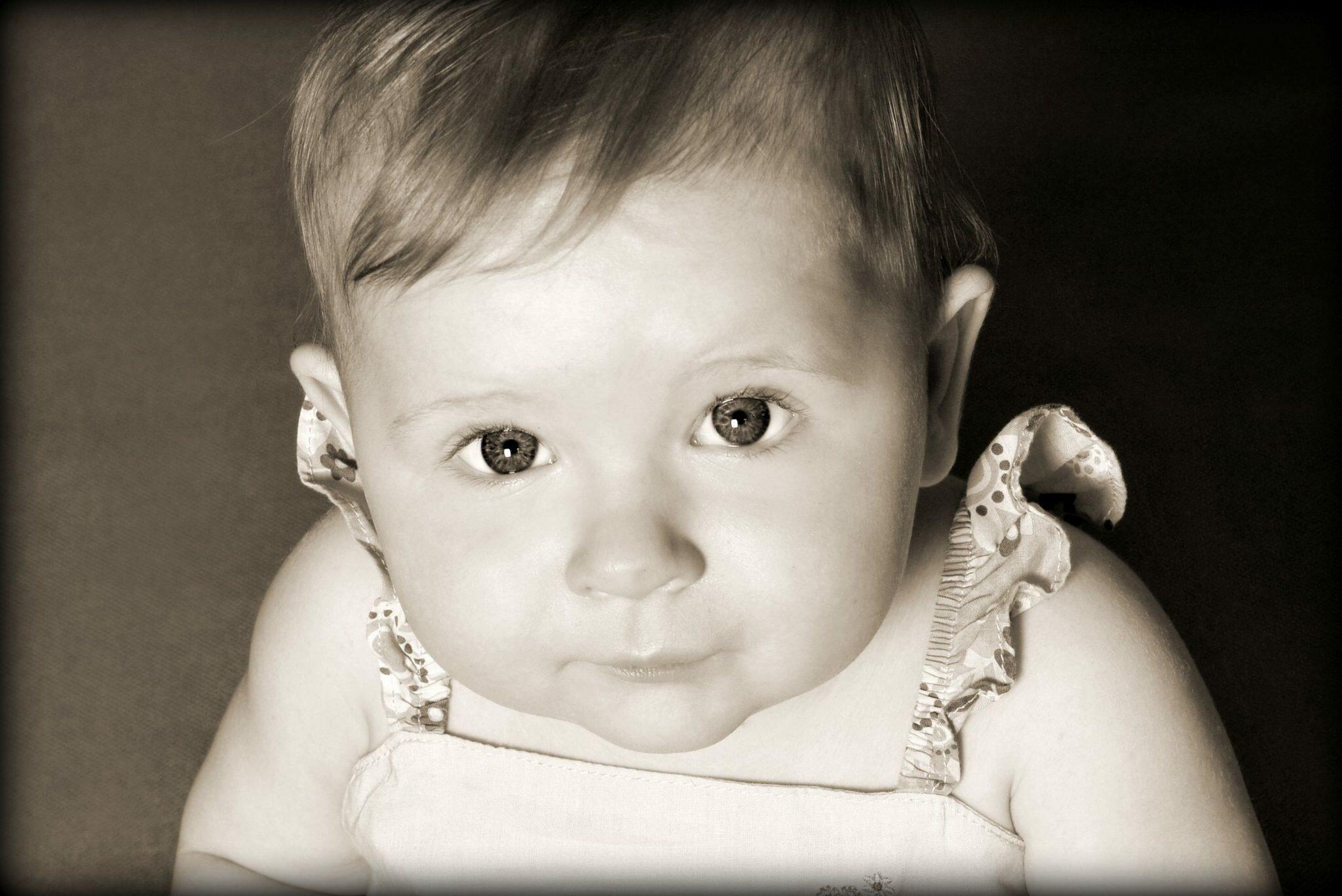 zdjęcie dziecka rodzicielstwo bliskości matka w kratkę